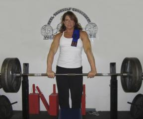 Female Powerlifter Cheryl is a big supporter of APT