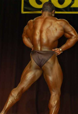 bodybuilder sean jones flexing his lats and back muscles